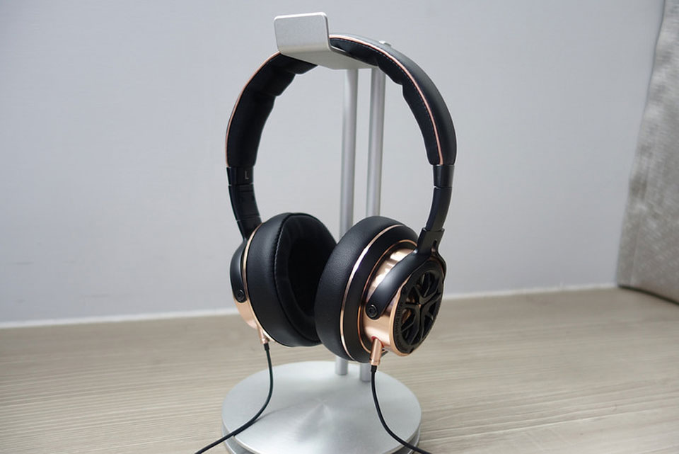 You probably have heard about the success of Xiaomi in a field of acoustic technologies. 1MORE Triple Driver Over Ear stands out among its products and drew ...