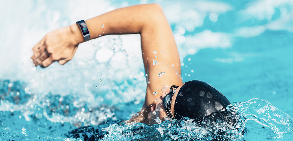 Swimming in the pool with Amazfit Cor Health Band
